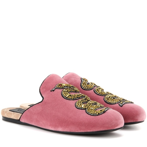41740be05797 NIB Gucci Pink Velvet Lawrence Crystal Snake Flats